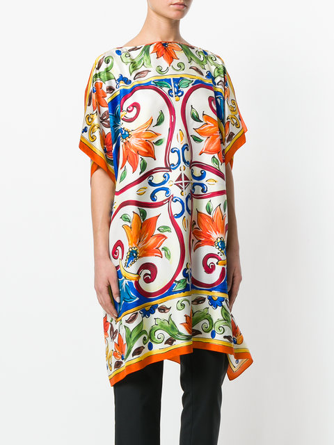 Dolce & Gabbana multicolor silk boxy handkerchief tunic top, with boat neck, short sleeves, an oversized fit and a baroque print.